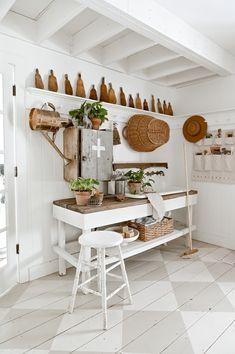 Winter Home Decor, Diy Home Decor, Cottage Style Decor, Cottage Style Mudroom, Cottage Homes, Farm Cottage, Cottage Interiors, Cottage Chic, French Country Cottage