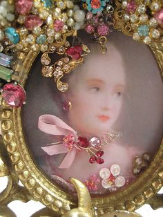 Vintage jewelled frame -- element to make a guilded paper/die cut/gold fabric trim frame