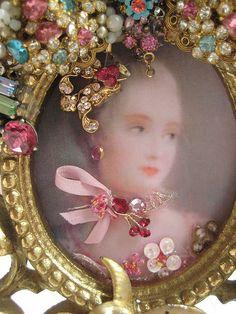 Vintage jewelled frame
