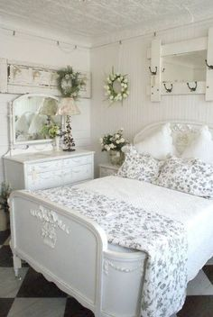 Romantic shabby chic bedroom decor and furniture inspirations (32)