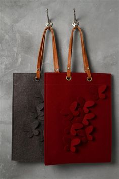 Felt Bag Models We have prepared magnificent models. Bags of felt m Leather Craft, Leather Bag, Felt Purse, Felt Bags, Purse Patterns, Fabric Bags, Love Sewing, Cloth Bags, Handmade Bags