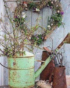 Min tur til å TAKKE for 5 millionert treff ! Vintage Gardening, Vintage Garden Decor, Shabby Chic Kitchen Decor, Shabby Chic Homes, Shabby Chic Garden, Rustic Gardens, Outdoor Gardens, Shed Decor, Vibeke Design