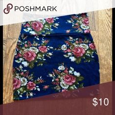Floral Mini Skirt Super soft floral mini skirt - has stretch. Pre-loved but has lots of wear left! BUNDLE 3+ items for 25% off! All items arrived hand wrapped, with a surprise gift and card. Thanks 💝 Nella Fantasia Skirts Mini