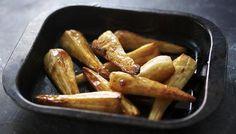 Maple-roast parsnips by Nigella Lawson Side Dish Recipes, Veggie Recipes, Vegetarian Recipes, Cooking Recipes, Side Dishes, Dinner Recipes, Party Recipes, Honey Roasted Parsnips, Feta