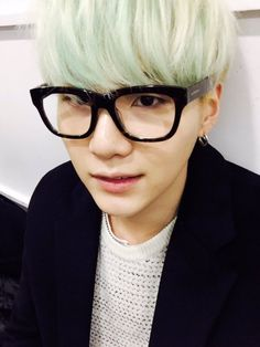 Guys I think Yoongi might be bias wrecking me!!! ToT Oh noes think of Tae think of Tae think of Tae
