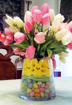 easter centerpiece with peeps jelly beans and easter grass Easter Flower Arrangements, Easter Flowers, Easter Table Decorations, Decoration Table, Easter Centerpiece, Diy Osterschmuck, Diy Ostern, Easter Activities, Easter Party