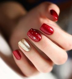 Most beautiful winter nail art designs 42 Christmas Gel Nails, Christmas Nail Designs, Holiday Nails, Red And Gold Nails, Red Nails, Cute Nails, Pretty Nails, Nagellack Design, Manicure E Pedicure