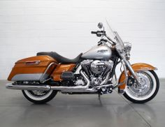 Great looking Road King!