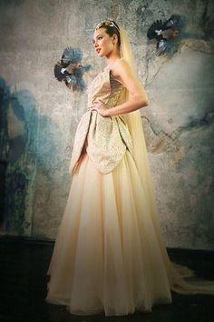 Свадебное платье Элины Камирен напоминает цветущий лотос