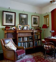 Love this den  very old fashion and cozy