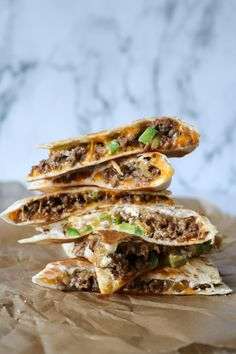 Taco Quesadillas With Spicy Beef And Cheddar- Taco Quesadillas Med Krydret Oksek. Taco Quesadillas With Spicy Beef And Cheddar- Taco Quesadillas Med Krydret Oksekød Og Cheddar Taco Quesadillas With Real Mexican Food, Mexican Food Recipes, Crunches, Quesadillas, Food Pictures, Cheddar, Food Hacks, Salad Recipes, Tapas