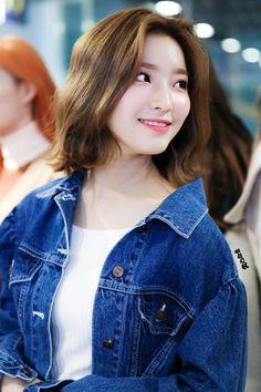 Photo album containing 23 pictures of Saerom Kpop Girl Groups, Korean Girl Groups, Kpop Girls, South Korean Girls, Asian Beauty, Ulzzang, My Girl, Asian Girl, Rapper