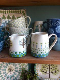 Fair Isle Tree and Border jugs by Katrin Moye Pottery Painting, Dot Painting, Ceramic Painting, Ceramic Artists, Pottery Art, Pottery Ideas, Vases, Diy Mugs, Plates And Bowls