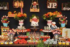 Resultado de imagem para festa fazendinha Fall Wedding Cupcakes, Wedding Cakes, Farm Birthday, Birthday Cake, Fox Party, Party Cakes, Our Wedding, Table Settings, Table Decorations