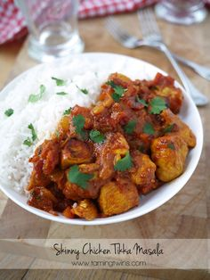 Healthy Recipes Skinny Chicken Tikka Masala - with reduced fat and calories, this slimmed down dish tastes every bit as good as the original. - Ready in 30 minutes or less, these healthy dinner ideas come in at fewer than 550 calories. Healthy Curry Recipe, Curry Recipes, Healthy Recipes, Savoury Recipes, Rice Recipes, Vegetable Recipes, Casserole Recipes, Keto Recipes, Vegetarian Recipes