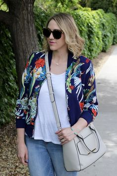 Freshen up a casual white tee with this statement tropical jacket. Even if you are too busy to go on a tropical vacation it doesn't mean you can't dress like it. Rent Clothes, Le Tote, Summertime Outfits, Ethical Fashion, White Tees, Daily Fashion, Capsule Wardrobe, Kimono Top, Middle