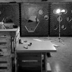 Galería - Reutilización de materiales en Guatemala: muro + mobiliario formado por 1600 tubos de cartón - 14