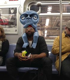 New York artist Ben Rubin found a good way to entertain himself during his subway commutes. During the rides, he works on his Subway Doodles project, which consists in taking pictures with his iPad and sketching cute monsters into the scenes. Nyc Subway, New York Subway, Doodle Photo, Foto Doodle, Photography Illustration, Photo Illustration, Doodle Monster, Hi Fructose, Doodle Drawings