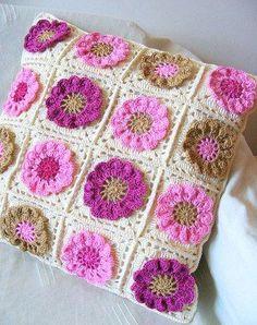 uŽ ho mÁm by angela Crochet Cushion Cover, Crochet Pillow Pattern, Crochet Motifs, Granny Square Crochet Pattern, Crochet Stitches Patterns, Crochet Squares, Crochet Granny, Baby Blanket Crochet, Crochet Home