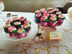 § Candy Bar, Cupcake con le Rose e Sogni in Pasta di Zucchero § Per la prima Prima Comunione della dolcissima Giusy, abbiamo realizzato un piccolo Candy Bar, con nuvole di marshmallow, caramelle gelée colorate e cupcake alla vaniglia e al cioccolato bianco, decorati con frosting di crema al burro a forma di rosa.