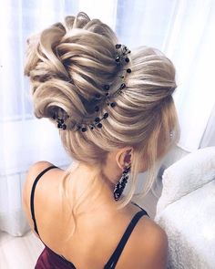 Wedding Hairstyles Easy Updos For Medium Hair, Medium Hair Styles, Curly Hair Styles, Curly Hair Updo, Chignon Hair, Wedding Bun Hairstyles, Weave Hairstyles, Updos Hairstyle, Wedding Hair And Makeup