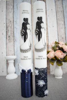 Lumanari de nunta cu mire si mireasa imbratisati cu decor bleumarin Wedding Glasses, Candels, Nicu, Baby Party, Bride, Wedding Stuff, Weddings, Valentines Day Weddings, Wedding Decoration
