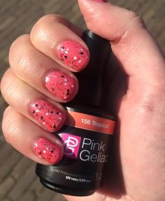 Lotte Hertsenberg > Pink Beauty Club New color Tropical, with Red art effect