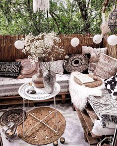 With this patio decoration ideas, you'll transform your space turning into an oasis to spend time with your loved ones this summer. You will find great patio ideas on a budget, small outdoor decoration ideas, garden ideas diy, etc. Outdoor Kitchen Design, Patio Design, Terrazas Chill Out, Budget Patio, Moroccan Interiors, Outdoor Furniture Sets, Outdoor Decor, Outdoor Spaces, Outdoor Living