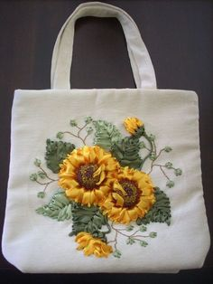 Simple Silk Ribbon Embroidery by Machine: Step-by-Step Techniques for Beautiful Embellishments - Embroidery Design Guide Embroidery Bags, Silk Ribbon Embroidery, Embroidery Needles, Hand Embroidery Patterns, Lace Patterns, Floral Embroidery, Embroidery Designs, Ribbon Art, Diy Ribbon