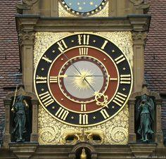 Rathaus Heilbronn, Deutschland famoso reloj en el pasillo de ciudad de Heilbronn, Alemania