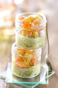 Guacamole Verrine with Salmon - Recipes Salmon Recipes, Seafood Recipes, Appetizer Recipes, Appetizers, Healthy Breakfast Recipes, Healthy Recipes, Cheers, Salty Foods, Guacamole Recipe