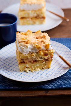 Almás-túrós máglyarakás mandulával | Street Kitchen Apple Pie, Waffles, Food And Drink, Breakfast, Recipes, Foods, Cakes, Street, Kitchen