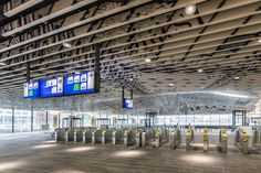 Ceiling of brand new train station in Delft transformed into a piece of art....thanks to Probo!