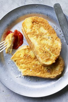 Eggy bread: it's not flash or fancy. But it's what you want for maximum breakfast comfort. Egg Recipes, Brunch Recipes, Breakfast Recipes, Recipies, Sandwiches, No Bread Diet, Batch Cooking, Fruit And Veg, Breakfast Time