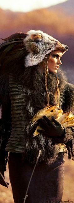 The tribal shaman summons the spirits of the earth to awaken. Glorious girl-power let loose upon the city. Halloween Fotos, Costume Original, Character Inspiration, Character Design, Grandeur Nature, Warrior Princess, Pics Art, Nativity, Fantasy Art