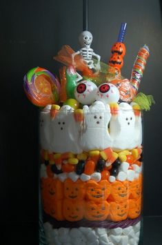 halloween candy jar - so cute by pink polka dot Halloween Eyes, Halloween Carnival, Halloween Goodies, Cute Halloween, Halloween Candy, Holidays Halloween, Halloween Stuff, Halloween Decorations, Halloween Centerpieces