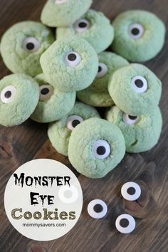 These Monster Eye Cookies are an easy treat to make and perfect to bring to a Halloween Party. I used a basic snickerdoodle recipe for the dough and added a few drops of green food coloring. Halloween Juice, Halloween Treats For Kids, Halloween Cookies, Holidays Halloween, Spooky Halloween, Happy Halloween, Halloween Party, Halloween Ideas, Halloween Costumes