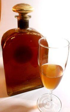 Il Nocciolino Liquore di Noccioli Yummy Drinks, Healthy Drinks, Cocktail Drinks, Alcoholic Drinks, Bio Food, Homemade Liquor, Sicilian Recipes, Beautiful Fruits, Wine And Liquor