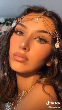 Prom Eye Makeup, Makeup Eye Looks, Pretty Makeup, Skin Makeup, Kendall Jenner Eyebrows, Kendall Jenner Makeup Tutorial, Simple Eye Makeup Video, Rhinestone Makeup, Natural Glowy Makeup