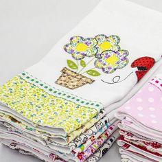 Pano de prato avulso patchwork bordado flores com passa fita