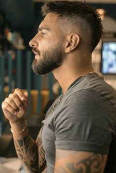 Faded Beard Styles, Beard Styles For Men, Hair And Beard Styles, Short Hair With Beard, Cool Haircuts, Haircuts For Men, High Fade Haircut, Mens Hairstyles With Beard, Beard Haircut