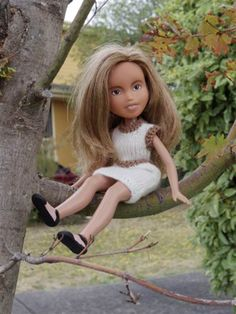 Here are the Tree Change Dolls (ex-Bratz dolls) playing outside the way kids should, after their radical make-unders. Sonia Singh, Tree Change Dolls, Childrens Dolls, Kid Friendly Vacations, Bratz Doll, Vinyl Dolls, Weird Pictures, Old Dolls, How To Make Shoes