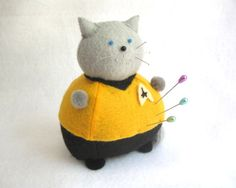 Shat fat cat @fat cat crafts on Etsy! And it's a pincushion too!
