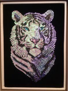 Sequin Art white tiger Dot Art Painting, Fabric Painting, Painting Prints, Button Art, Button Crafts, Cristal Art, Seed Bead Art, Sequin Crafts, Rhinestone Art