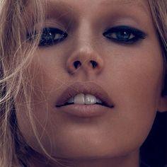 316 отметок «Нравится», 7 комментариев — Flawless Magazine (@flawlessmagazine) в Instagram: «Bia @modelsmundo ・・・ Flashback: Toni Garrn (@tonigarrn) photographed by Camilla Akrans…»