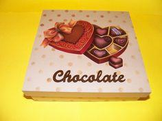 Caixa para guardar chocolates com nove repartições. <br>Excelente presente para ocasiões especiais. <br>Não acompanham os chocolates da foto. <br>Aceito encomendas das trufas e pães de mel.