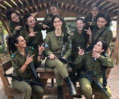 IDF - Israelische Streitkräfte - Frauen Source by aydinucer. Israeli Female Soldiers, Idf Women, Brave Women, Warrior Girl, Military Women, Girls Uniforms, Badass Women, Armed Forces, Beautiful Women