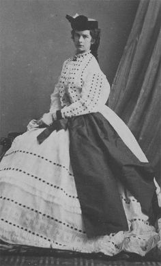 Empress Elisabeth of Austria (Sisi, due to the movie also known now as Sissi, wearing a dress by Oscar Kramer Empress Sissi, The Empress, Historical Clothing, Historical Photos, Austria, Impératrice Sissi, Royal Family Portrait, Vintage Outfits, Vintage Fashion