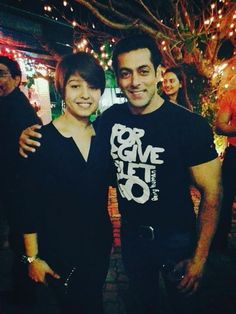 Salman Khan is clicked with a couple of his guests - Sunidhi Chauhan and Girish Kumar, at this birthday bash. The superstar celebrated the big d. Birthday Bash, Birthday Celebration, Girish Kumar, Ek Tha Tiger, Sunidhi Chauhan, Salman Khan Photo, Superstar, Big Big, Actors