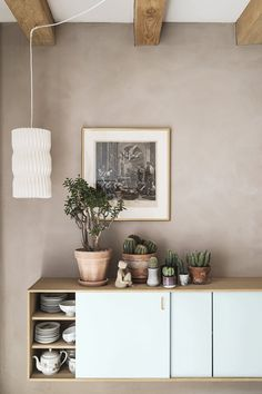 A beautiful sideboard with plants and cactus. Interior Inspiration, Room Inspiration, Hygee Home, Home Interior, Interior Decorating, Nordic Bedroom, Ideas Hogar, Living Room Grey, New Room